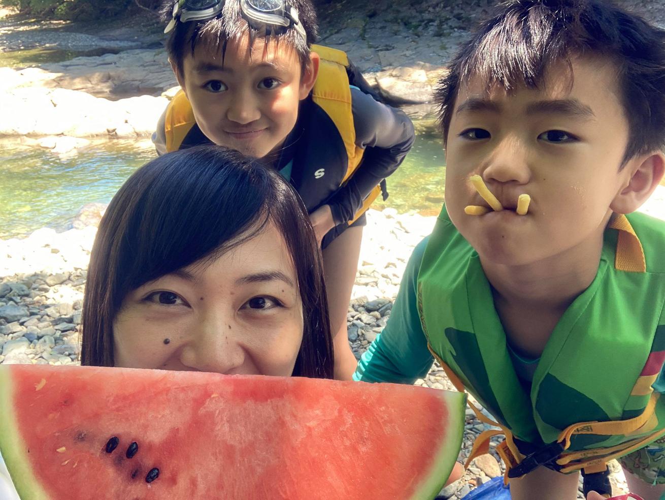 川本さんとお子さん達との写真