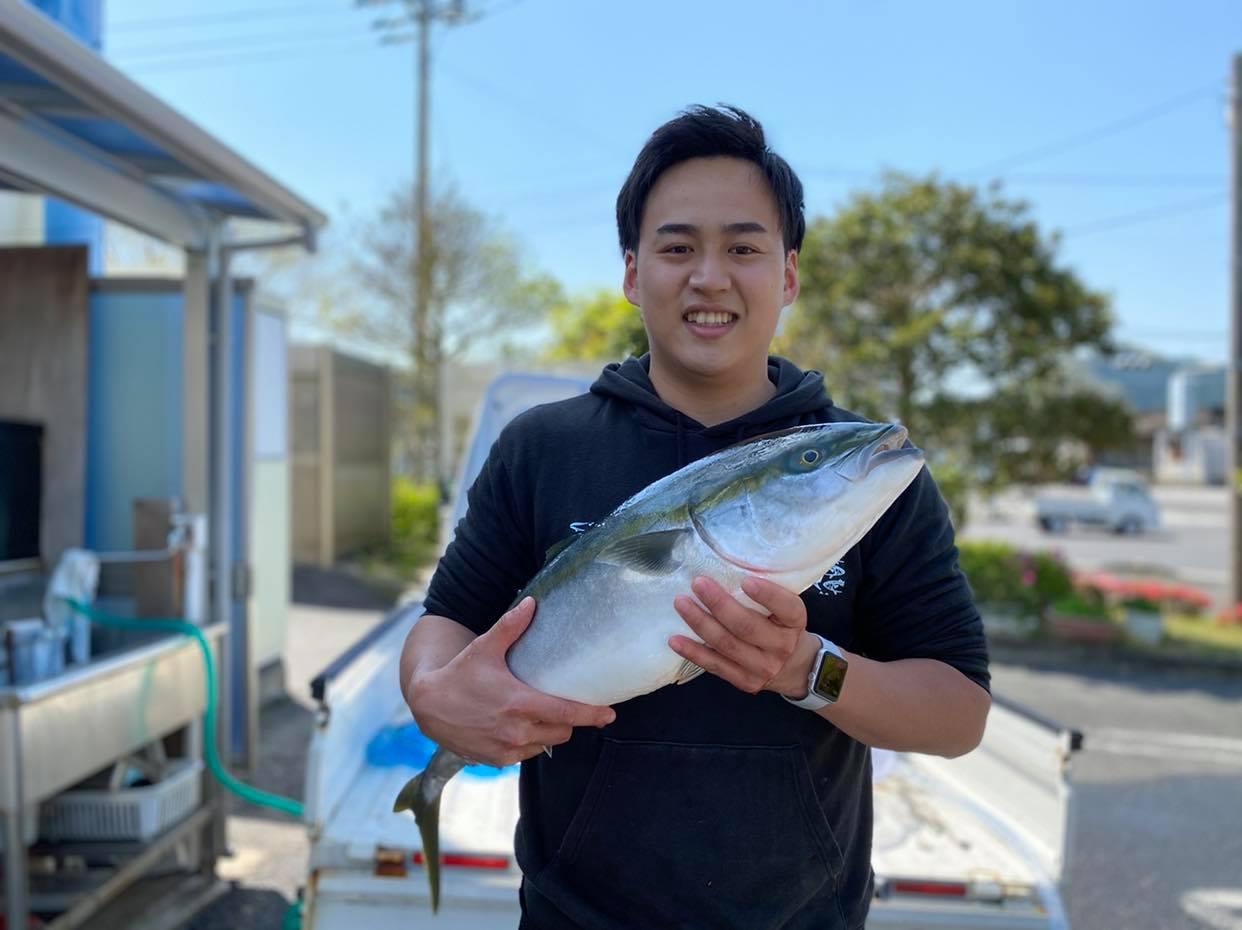 23歳で道の駅かまえの駅長に。思い出の故郷に想いを馳せ、蒲江とブリを世界へ伝えていきたい早川さんの移住と挑戦の日々。