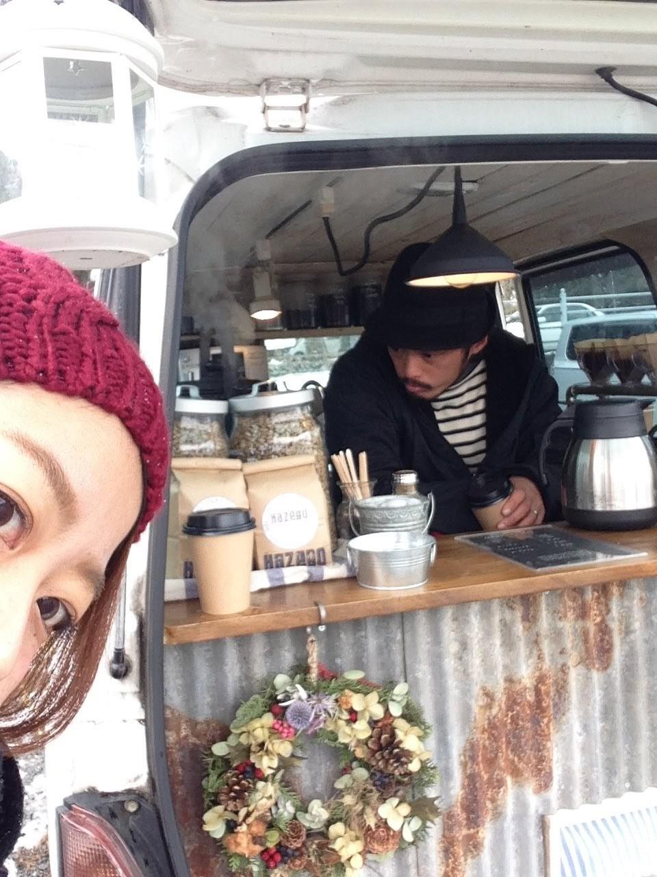 小倉生まれ渋谷育ちの自由人。紆余曲折しながらも自分で切り拓いてきた先に出会った日田でカフェをオープン。カフェ、内装、デザイン、配信を事業化しながらカルチャースポットを企みつつ、自分らしく暮らす日々。