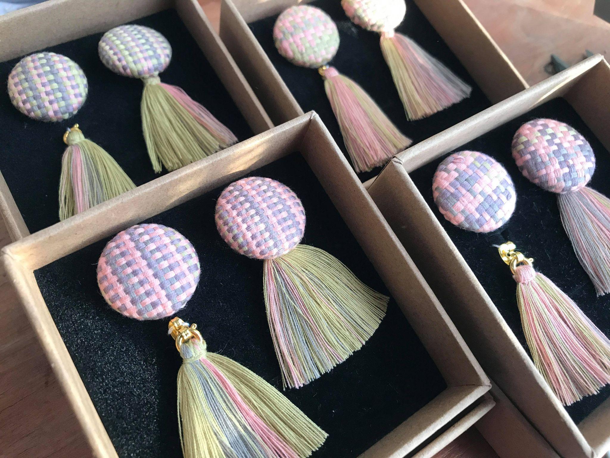 ユキハシさんが制作した温泉染の商品
